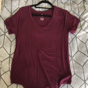 LAST CHANCE! CONSIGNING 6/28 AEO maroon vneck